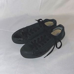 Simple classic and cute black converse size 5